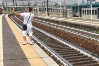 Ce a pățit un bărbat care și-a făcut un selfie cu scena unui accident feroviar, în Italia. FOTO