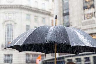 Cod portocaliu de furtuni în 11 judeţe. Meteorologii anunță ploi și disconfort termic