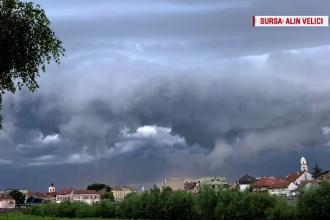 Meteorologi: norii cu dezvoltare verticală anunță fenomene extreme. Vreme rea toată săptămâna