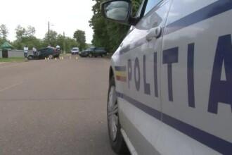 Tânăr din Teleorman, surprins cu un pahar de bere la volanul unei mașini de poliție. FOTO