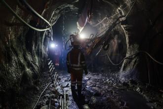 Incendiu într-o mină din Rusia. Sunt cel puţin 8 morţi