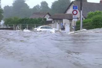 Inundaţii devastatoare în Franţa şi Bulgaria. 600 de persoane, ajutate de pompieri