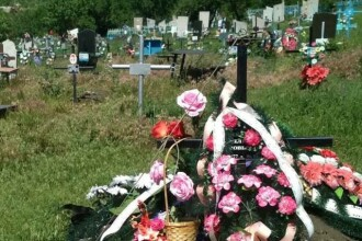 Bărbat găsit spânzurat în cimitir, de crucea soției sale