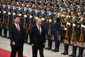 Vladimir Putin se întâlneşte cu preşedintele Chinei.