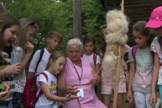 21 de pensionari din Sibiu au ajuns ghizi în cel mai mare muzeu în aer liber din Europa