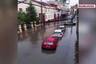 Mai multe zone din țară lovite de ploi și vijelii. Persoane puse în pericol de viituri