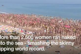 Peste 2.500 de irlandeze au făcut baie goale şi au stabilit un nou record mondial