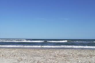 Un băiat de 14 ani a dispărut în mare, la Corbu. Și-a salvat înainte un prieten
