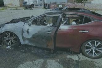 O femeie reclamă faptul că mașina i-a fost distrusă de telefoanele care au luat foc