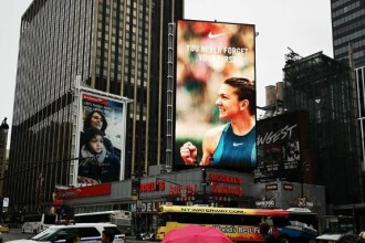 """Simona Halep, pe un ecran gigant în centrul New York-ului: """"You never forget your first"""""""