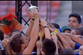 """Simona Halep a adus în fața românilor trofeul de la Roland Garros, pe Arena Națională: """"Trebuie să visăm"""""""