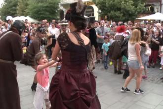 Turiștii străini, impresionați de festivalul internaţional de teatru de la Sibiu