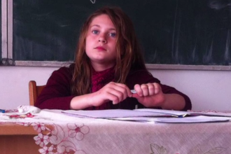 O fată de 11 ani din Vaslui a plecat de acasă după ce i-a lăsat un bilet mamei sale