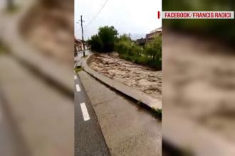 Furtunile au făcut prăpăd în ţară. Un bărbat a murit după ce a fost lovit de trăsnet
