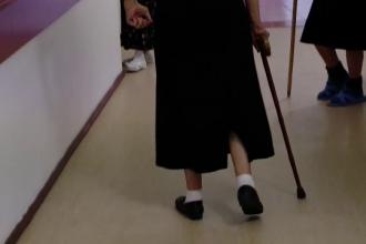 Vârstnicii pot apela la asistenți sociali, în cazul în care se confruntă cu abuzuri