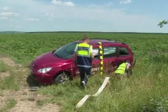 Accident grav în Dâmboviţa. Un copil a ajuns la spital, după ce maşina a zburat de pe şosea
