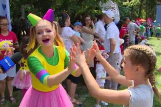 Record mondial, doborât de părinţi şi copii în Bucureşti, în prima zi de vacanţă