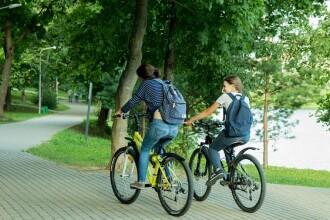 Țara din UE care vrea să scoată mașinile de pe șosele și plătește angajații pentru pedalat