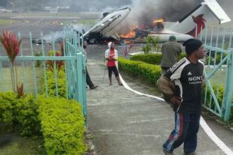 Țara care a decretat starea de urgență, după o serie de proteste. Oamenii au incendiat un avion