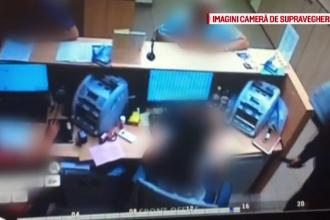 Momentul în care autorul jafului din Cluj- Napoca amenință o angajată cu un cuțit. VIDEO