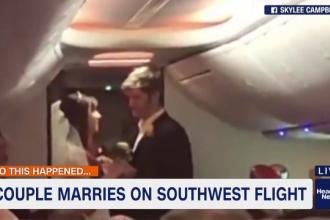 Surpriză pentru pasagerii unui avion. Au asistat la o căsătorie, fără să vrea