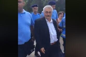 Bacalbașa, huiduit de protestatari. Jandarmii l-au escortat până la metrou. VIDEO