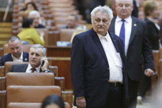 Protestatarul care l-a bruscat în Parlament pe deputatul Bacalbaşa, dus la Poliţie