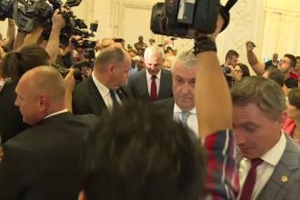 Filmul protestului din Parlament. PSD-iștii și-au apărat șeful cu lovituri și îmbrânceli