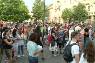 Proteste în țară. Mii de oameni au ieșit în stradă în Sibiu, Cluj, Timişoara şi Iaşi. IMAGINI