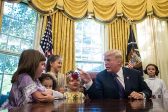 Trump a semnat un decret prin care pune capăt separării de părinţi a copiilor imigranţilor ilegali
