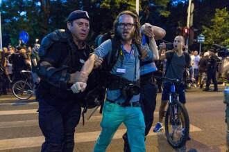 Precizările Jandarmeriei privind incidentul în care jurnalistul german a fost ridicat din Piața Victoriei
