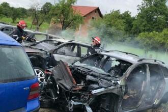 Incendiu puternic la un service auto din Bistrița-Năsăud. 7 mașini avariate