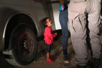 Ce s-a întâmplat cu fetița care plânge, devenită simbol în SUA, imediat după reținerea mamei