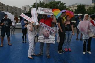 Proteste în Capitală și Cluj Napoca, vineri seară. Clujenii și-au instalat corturile în centru