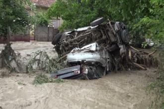 Mașini luate de viitură și culturi distruse. Codul galben a măturat mai bine de jumătate din ţară