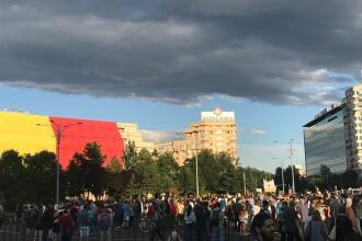 Câteva mii de oameni au manifestat în București și în țară împotriva Guvernului. IMAGINI