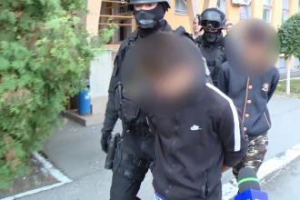 Cei doi adolescenţi care au ucis taximetristul din Lugoj au premeditat crima