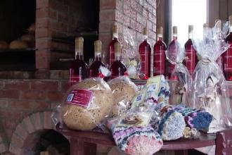 """Alimente și haine tradiționale vândute de producători online, în """"mall-uri țărănești"""""""