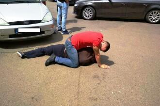 Un bărbat care a tâlhărit un bătrân, prins de un elev de la Școala de Poliție: