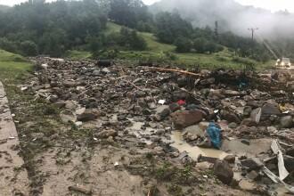 Inundații grave în mai multe județe. Sute de familii au rămas izolate. FOTO