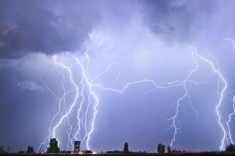 Ploi torențiale și vijelii în cea mai mare parte a țării. Șapte județe sunt sub cod galben