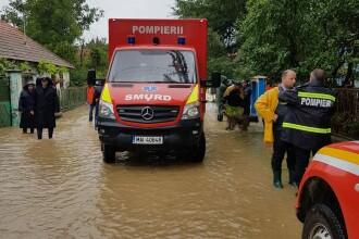 Inundațiile au făcut patru victime. Un bărbat din Argeș a trecut râul călare, ignorând avertismentul autorităților