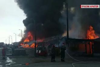 Incendiu uriaş şi explozii, în Constanţa. Pompierii, în pericol de moarte