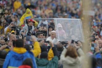 Momentul sosirii Papei Francisc la Şumuleu Ciuc. Reacţia zecilor de mii de pelerini