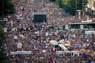 Peste 100.000 de oameni ar putea ieși în stradă la Praga împotriva premierului Cehiei