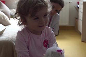Șansă unică pentru Anastasia, fetița născută fără iris. Cum poate fi ajutată