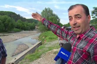 """O comună din Dâmbovița, """"măturată"""" de ape. Primăria dă vina pe bugetul mic al localităţii"""