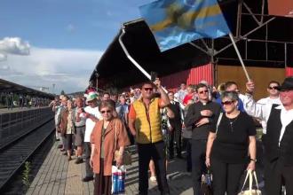 """Mii de pelerini din Ungaria, primiți cu daruri în gara din Târgu Mureș: """"Multă dragoste"""""""