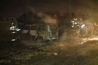 Trei maşini s-au făcut scrum în Timişoara. Totul a pornit de la un şofer căruia i s-a făcut rău