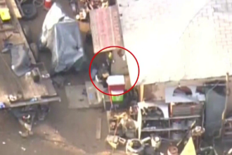 Scene de haos. Atacator împușcat de polițiști după ce a ieșit pe fereastră cu mitraliera